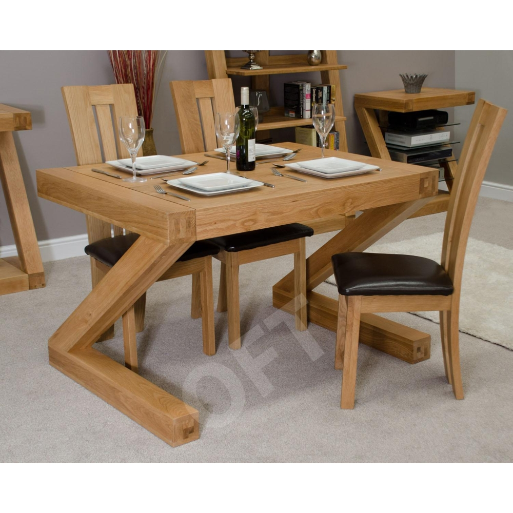 Z small chunky dining room four seater table solid oak for Small 4 seater dining table