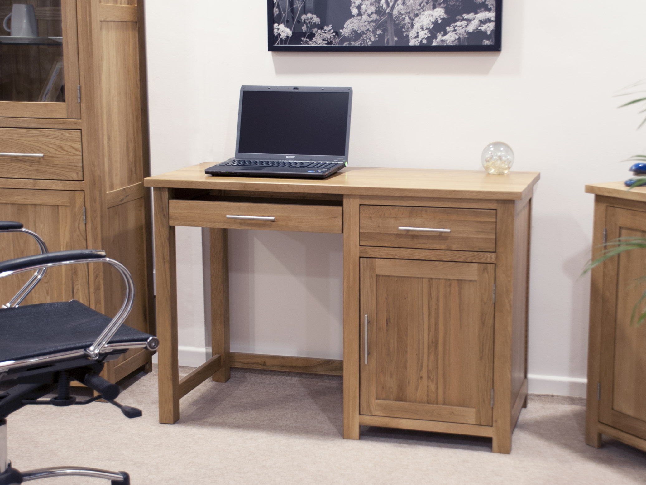 about Windsor solid oak furniture small office PC computer desk